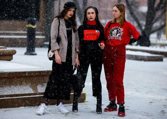 GIRLS GANG Moscow street style @dmitriy__chumakov-3